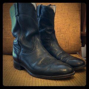 Vintage black cowboy boots, great condition.